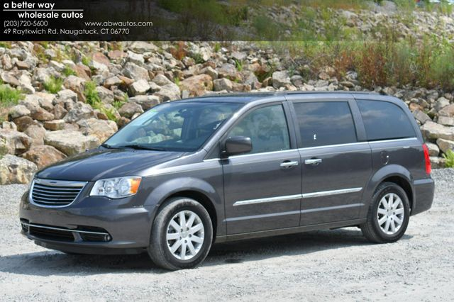 2015 Chrysler Town & Country Touring Naugatuck, Connecticut