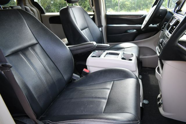 2015 Chrysler Town & Country Touring Naugatuck, Connecticut 10