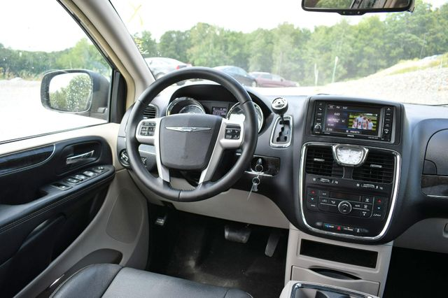 2015 Chrysler Town & Country Touring Naugatuck, Connecticut 17