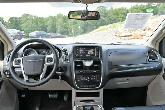 2015 Chrysler Town & Country Touring Naugatuck, Connecticut 18