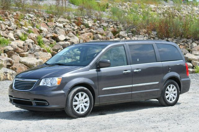 2015 Chrysler Town & Country Touring Naugatuck, Connecticut 2