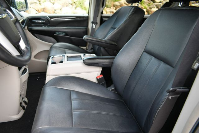 2015 Chrysler Town & Country Touring Naugatuck, Connecticut 21
