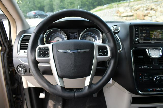 2015 Chrysler Town & Country Touring Naugatuck, Connecticut 22