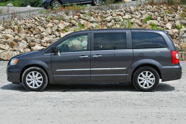 2015 Chrysler Town & Country Touring Naugatuck, Connecticut 3