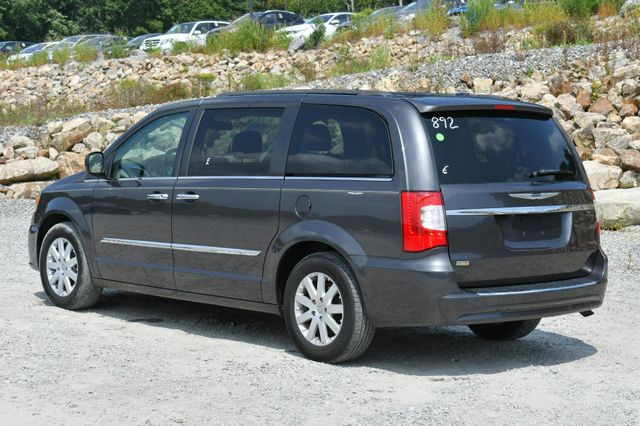 2015 Chrysler Town & Country Touring Naugatuck, Connecticut 4