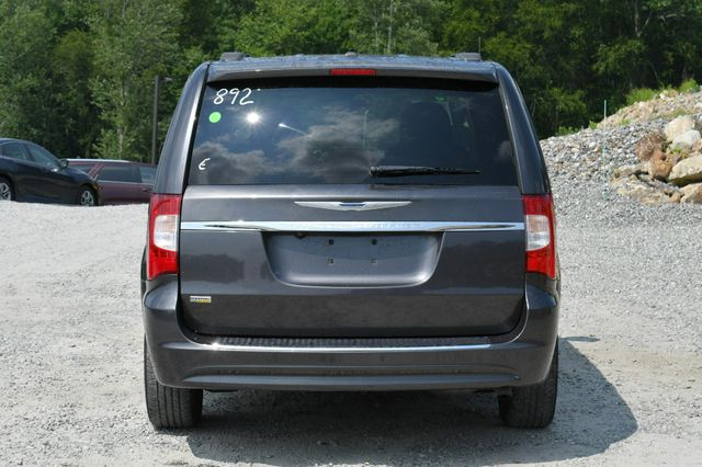 2015 Chrysler Town & Country Touring Naugatuck, Connecticut 5