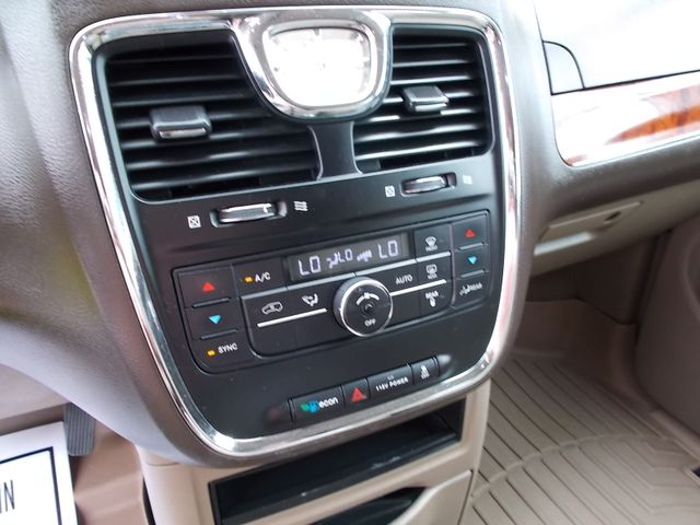 2015 Chrysler Town & Country Touring Shelbyville, TN 27