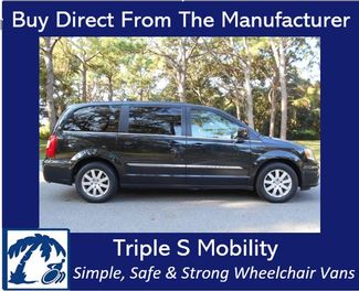 2015 Chrysler Town & Country Touring Wheelchair Van Handicap Ramp Van Pinellas Park, Florida