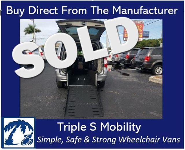 2015 Chrysler Town & Country Touring Wheelchair Van Handicap Ramp Van