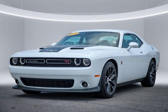 2015 Dodge Challenger R/T Scat Pack LOW LOW MILES in Memphis, TN 38115