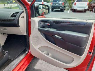2015 Dodge Grand Caravan Sxt Wheelchair Van Handicap Ramp Van Pinellas Park, Florida 14