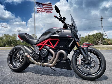 2015 Ducati Diavel CARBON ABS SAFETY PACK JUST SERVICED RED CARBON in Plant City, Florida