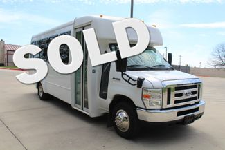 2015 Ford E450 22 Passenger Elkhart  Coach Shuttle Bus Irving, Texas
