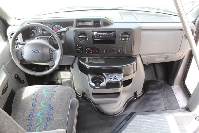 2015 Ford E450 22 Passenger Elkhart Coach Shuttle Bus in Irving, Texas 75060