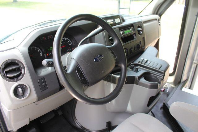 2015 Ford E350 11 Passenger Goshen Shuttle Bus W/ Wheelchair Lift in Irving, Texas 75060