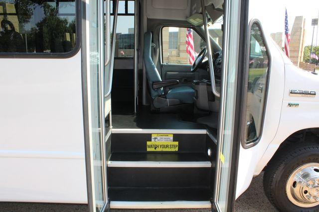 2015 Ford E350 15 Passenger Starcraft Shuttle Bus W/ Wheelchair Lift in Irving, Texas 75060