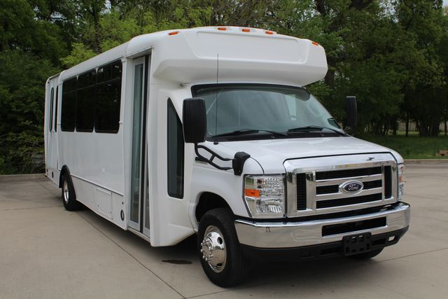 2015 Ford E450 19 Passenger Champion Shuttle Bus W/ Lift Irving, Texas 1