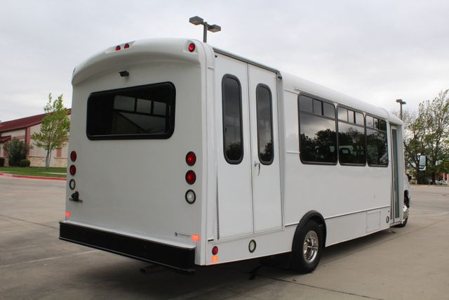 2015 Ford E450 19 Passenger Champion Shuttle Bus W/ Lift Irving, Texas 10