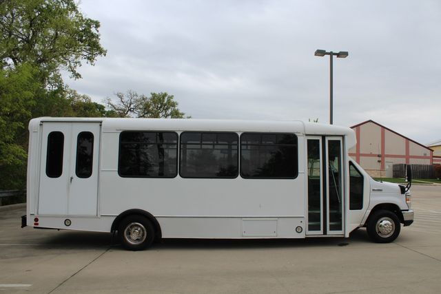 2015 Ford E450 19 Passenger Champion Shuttle Bus W/ Lift Irving, Texas 11