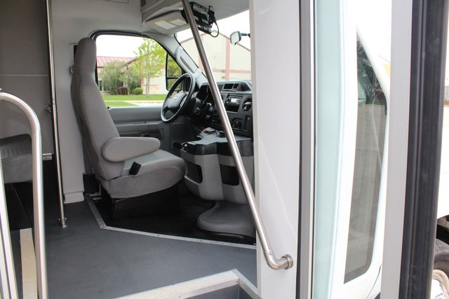 2015 Ford E450 19 Passenger Champion Shuttle Bus W/ Lift Irving, Texas 14