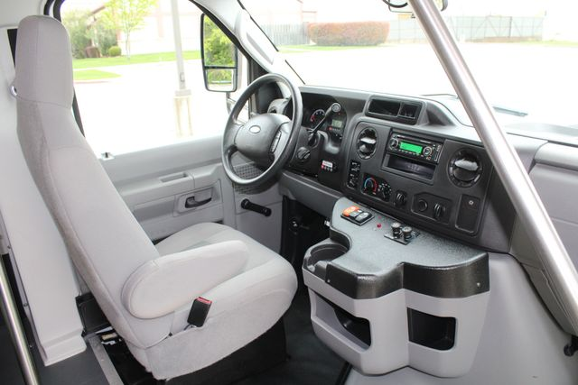 2015 Ford E450 19 Passenger Champion Shuttle Bus W/ Lift Irving, Texas 15