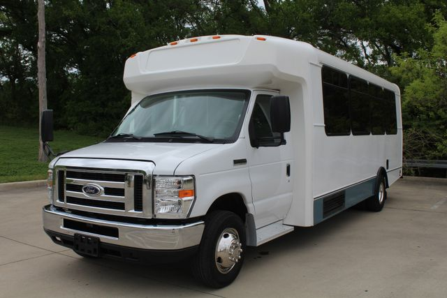 2015 Ford E450 19 Passenger Champion Shuttle Bus W/ Lift Irving, Texas 3