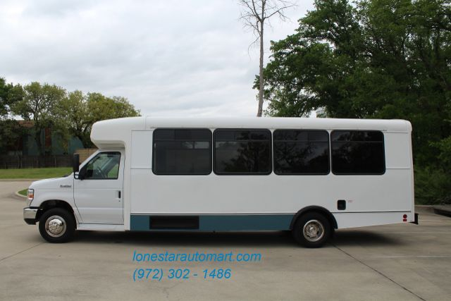 2015 Ford E450 19 Passenger Champion Shuttle Bus W/ Lift Irving, Texas 5