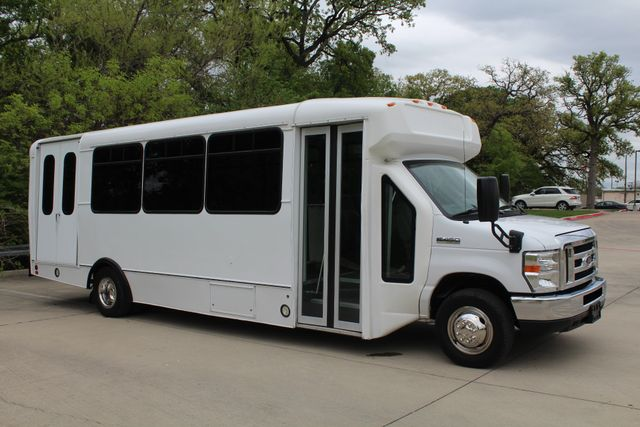 2015 Ford E450 19 Passenger Champion Shuttle Bus W/ Lift Irving, Texas 66