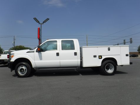 2015 Ford F350 Crew Cab Dually 4x4 with New 8' Knapheide Utility in Ephrata, PA