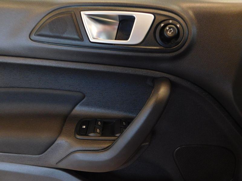2015 Ford Fiesta SE  city TN  Doug Justus Auto Center Inc  in Airport Motor Mile ( Metro Knoxville ), TN