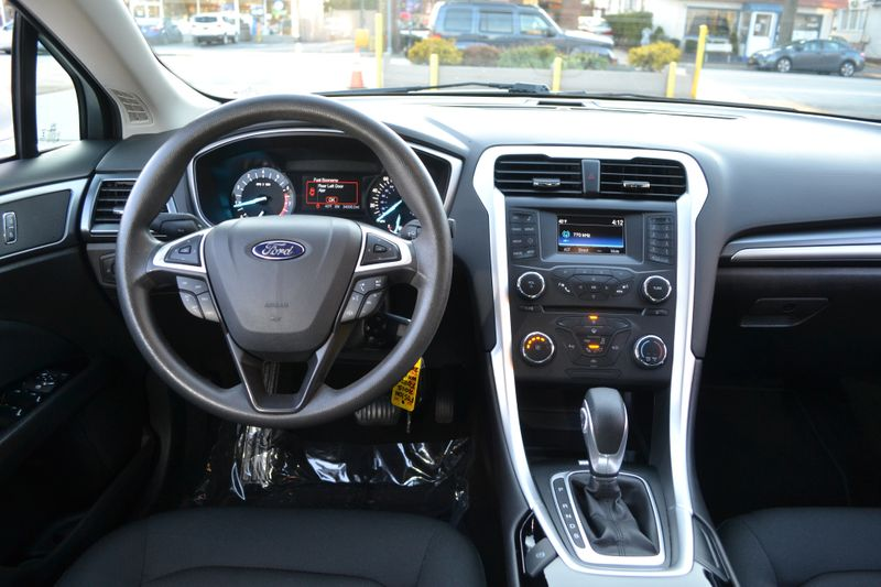 2015 Ford Fusion SE  city New  Father  Son Auto Corp   in Lynbrook, New