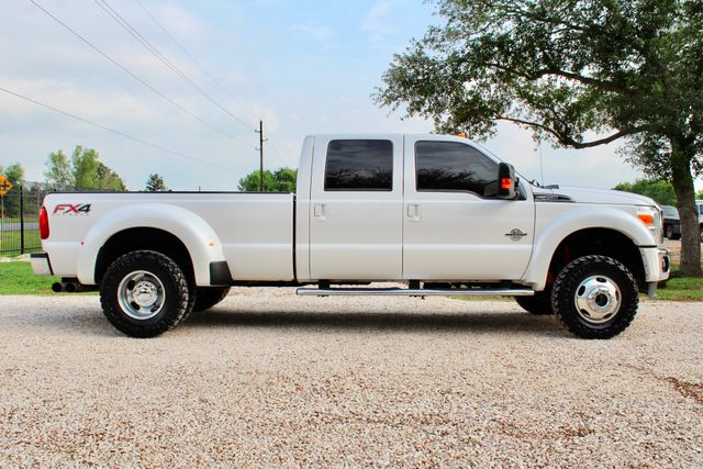 2015 Ford Super Duty F-350 DRW Pickup Lariat Sealy, Texas 12