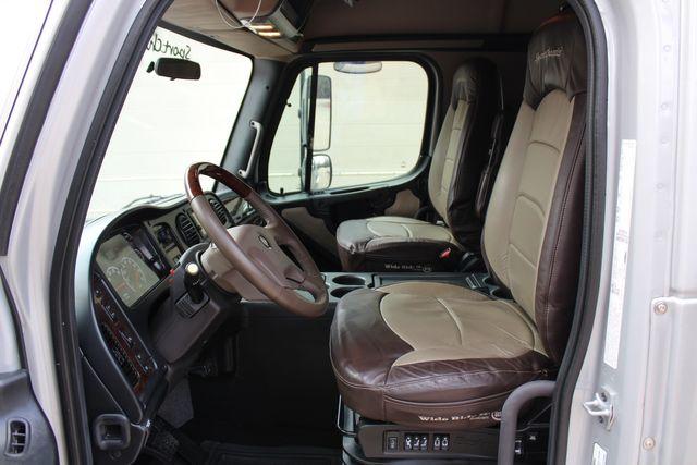 2015 Freightliner M2 10 Sport SportChassis RHA 114 Luxury Diesel Hauler CONROE, TX 36
