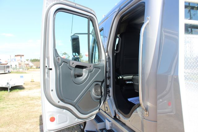 2015 Freightliner M2 106 SPORTCHASSIS RHA Luxury Ranch Diesel Hauler CONROE, TX 27