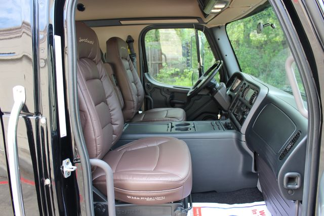 2016 Freightliner M2 106 Sport SportChassis RHA ONYX Luxury Hauler Truck NEW DEMO CONROE, TX 22
