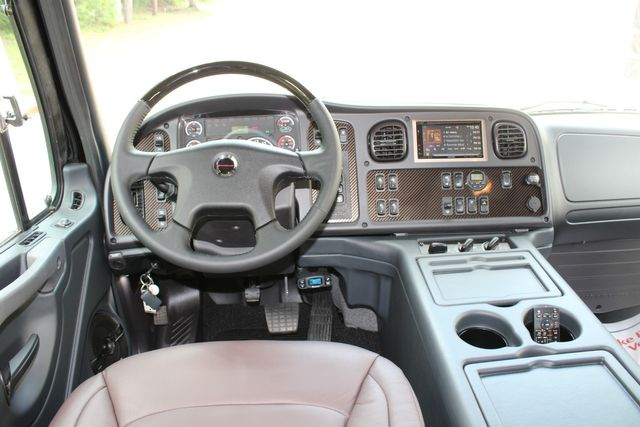 2016 Freightliner M2 106 Sport SportChassis RHA ONYX Luxury Hauler Truck NEW DEMO CONROE, TX 36
