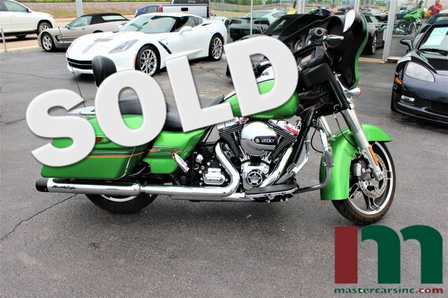2015 Harley-Davidson Street Glide® Radioactive Green Limited Edition | Granite City, Illinois | MasterCars Company Inc. in Granite City Illinois