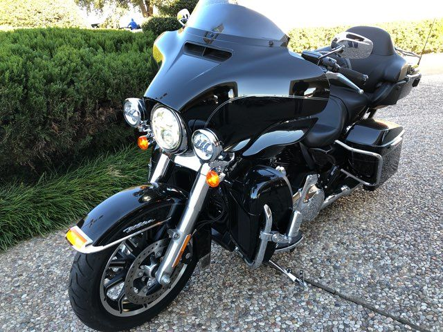 2015 Harley-Davidson Ultra Classic Low *** ONLY 752 MILES *** in McKinney, TX 75070
