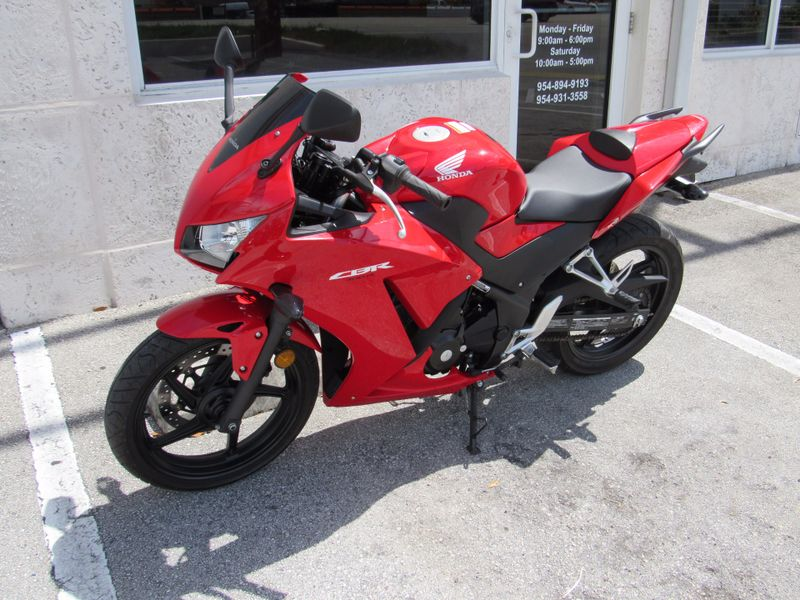 2015 Honda CBR300R   city Florida  Top Gear Inc  in Dania Beach, Florida