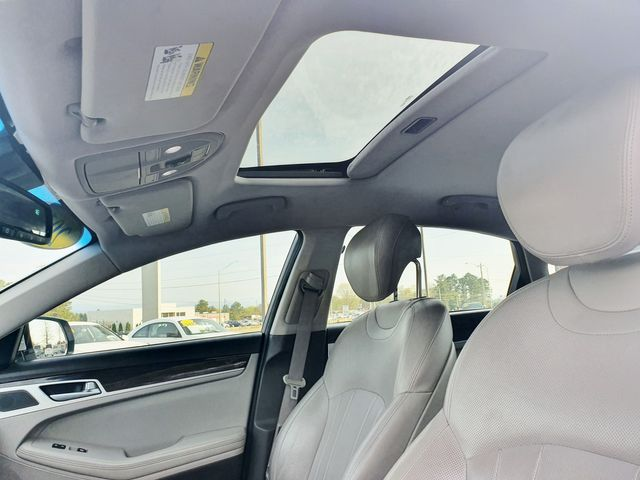 2015 Hyundai Genesis 3.8L w/Leather/Sunroof/Navigation in Louisville, TN 37777