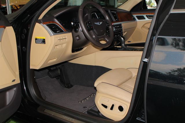 2015 Hyundai Genesis 5.0L RWD - NAV - DUAL SUNROOFS - SMART CRUISE! Mooresville , NC 29
