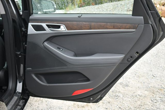 2015 Hyundai Genesis 3.8L AWD Naugatuck, Connecticut 13