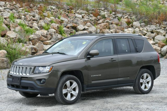 2015 Jeep Compass Latitude 4WD Naugatuck, Connecticut 2