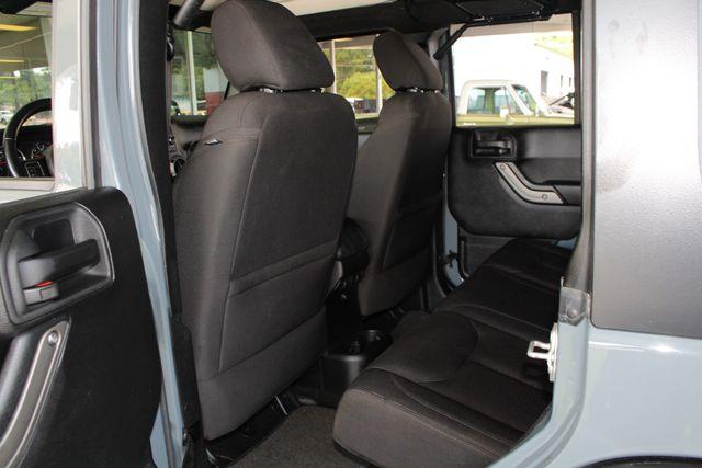 2015 Jeep Wrangler Unlimited Sport 4X4 - ANVIL PAINT - BLACK 3-PIECE HARD TOP Mooresville , NC 37