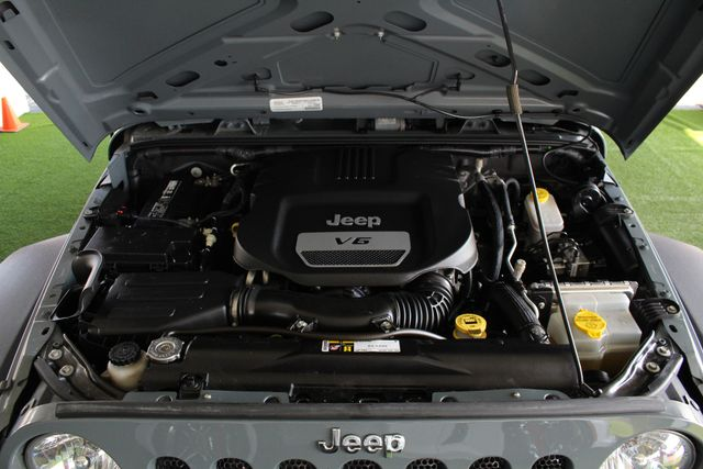 2015 Jeep Wrangler Unlimited Sport 4X4 - ANVIL PAINT - BLACK 3-PIECE HARD TOP Mooresville , NC 43