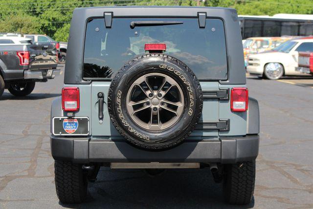 2015 Jeep Wrangler Unlimited Sport 4X4 - ANVIL PAINT - BLACK 3-PIECE HARD TOP Mooresville , NC 16