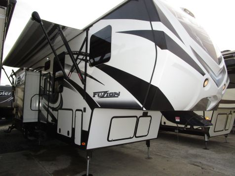 2015 Keystone Fuzion 331 Toy Hauler in Charleston, SC