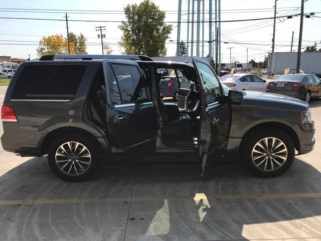 2015 Lincoln Navigator Base in Medina, OHIO 44256