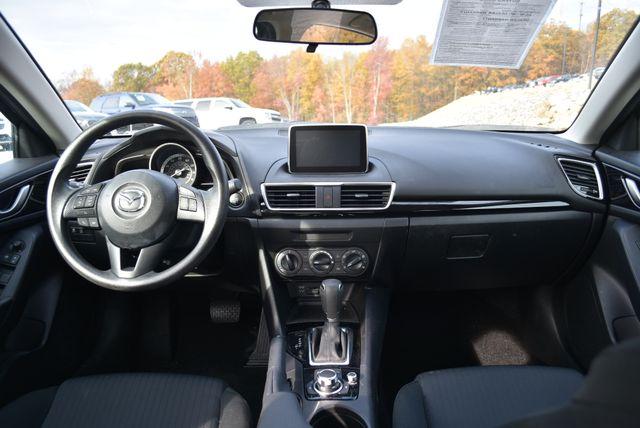 2015 Mazda Mazda3 i Sport Naugatuck, Connecticut 12