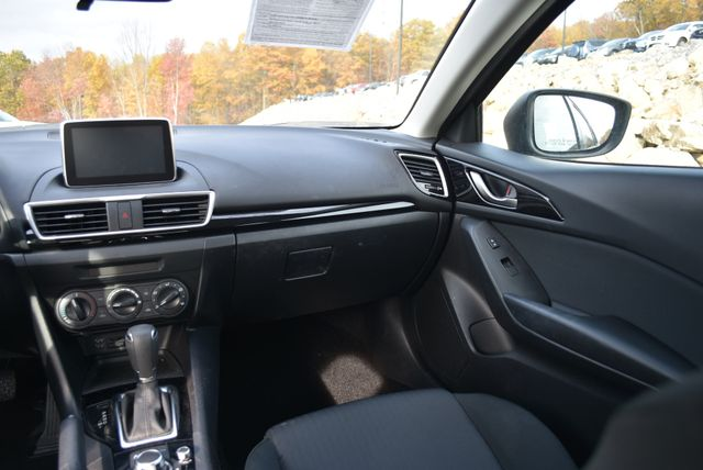 2015 Mazda Mazda3 i Sport Naugatuck, Connecticut 13